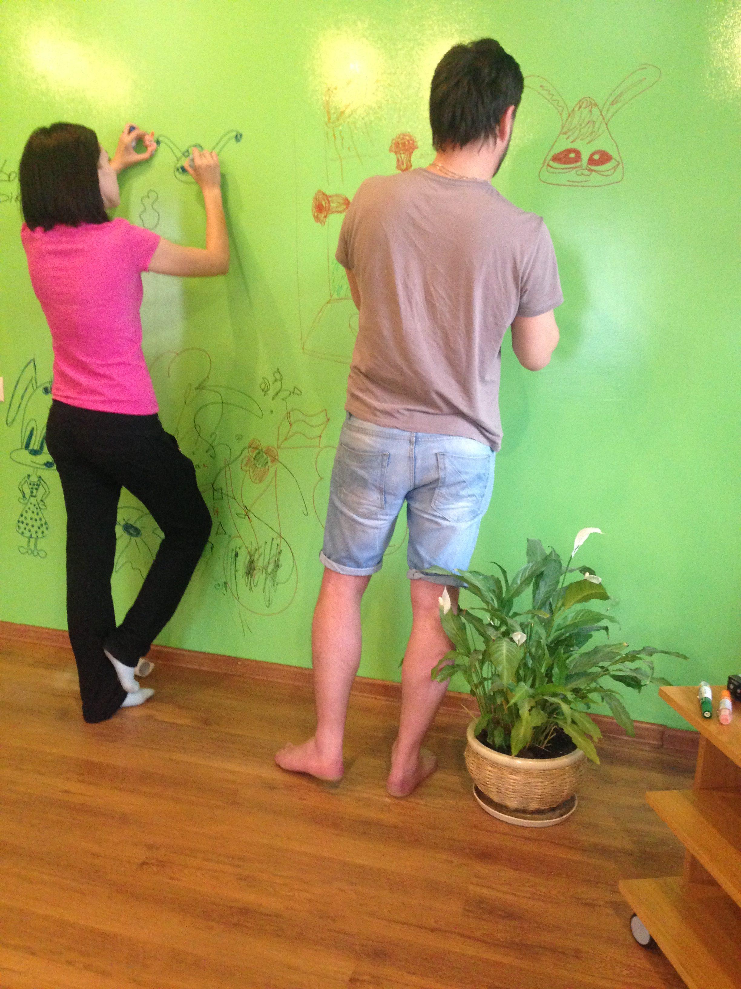 Маркерная стена зеленого цвета