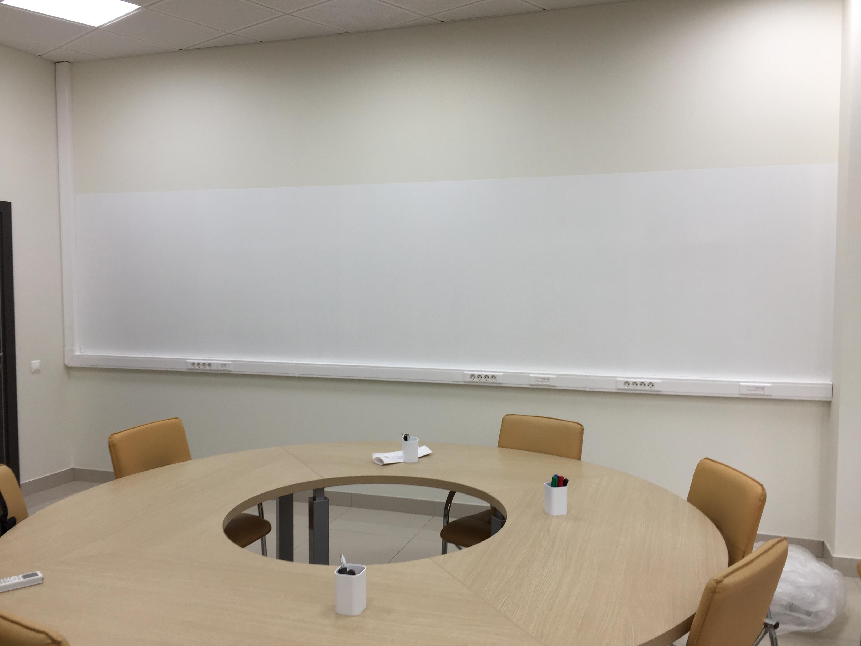 Магнитно маркерная стена в переговорной комнате