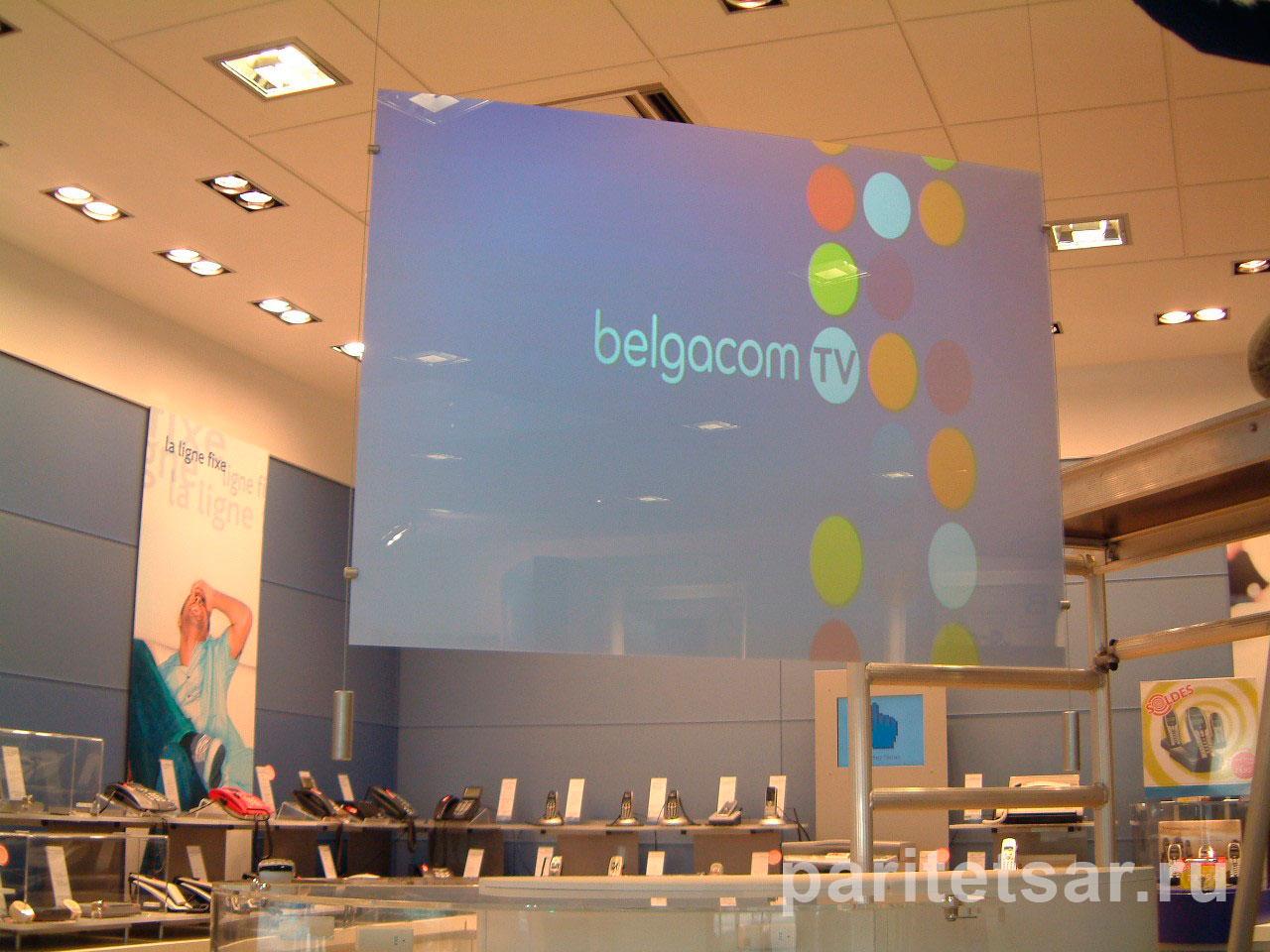 Экран для обратной проекции в магазине